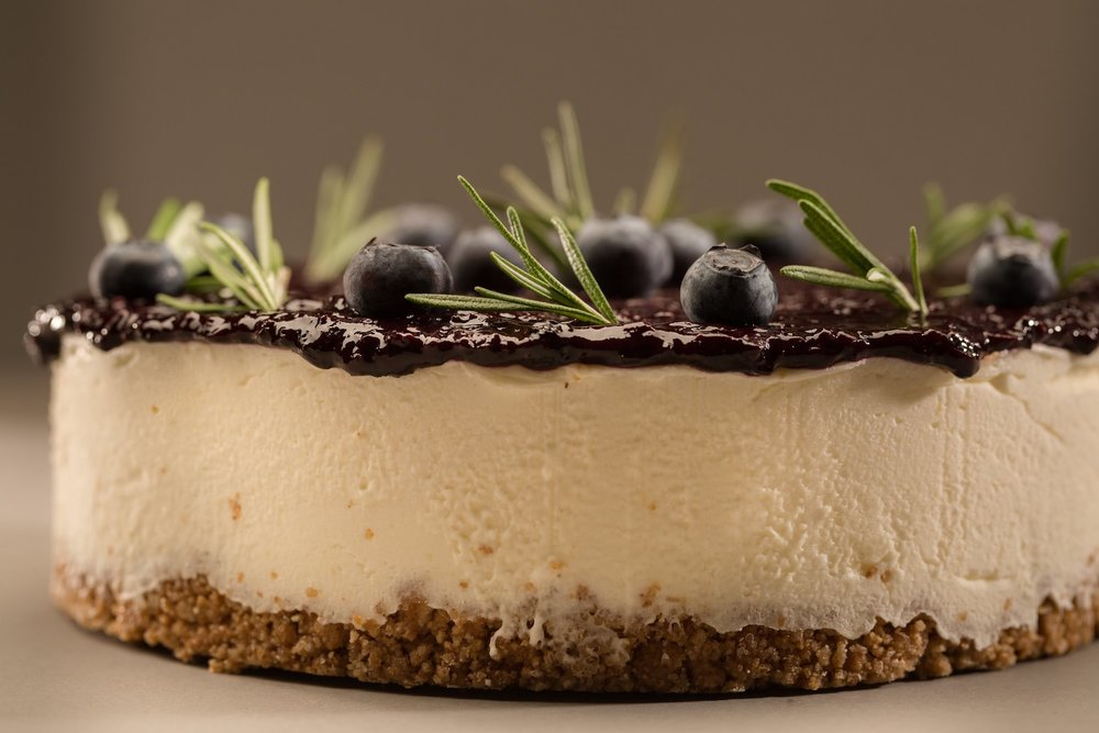Cheesecake with blueberries and lavander jam