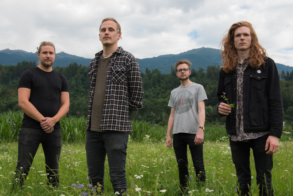 """GOD MOTHER - Svenske God Mother er signert på plateselskapet Party Smasher Inc, i godt selskap med band som The Dillinger Escape Plan, Giraffe Tongue Orchestra, og Primitive Weapons.Fire hardtslående karer fra Sveriges dypeste Hardcore-undergrunn har siden 2012 utgjort bandet GodMother. Debutskiva """"Maktbehov"""" fra 2015 havnet på mange musikkmagasiner sine topp-lister bla. Loudwire, Metal Injection og Pitchfork. Sistnevnte beskriver debuten som"""