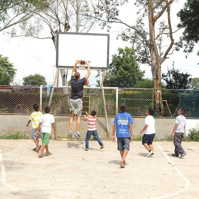 Grateful for these less than regulation sized hoops in Leon, Nicaragua. 😀😀After an energetic group yoga class and basketball clinic, the children wanted to see some slam dunks.  Amazing day sharing our passions of yoga and basketball with this village and their after school program! 🙏🏼🏀 Thank you to our team of partners and donors for your generosity and continued support. 📸: @rickyxwillis