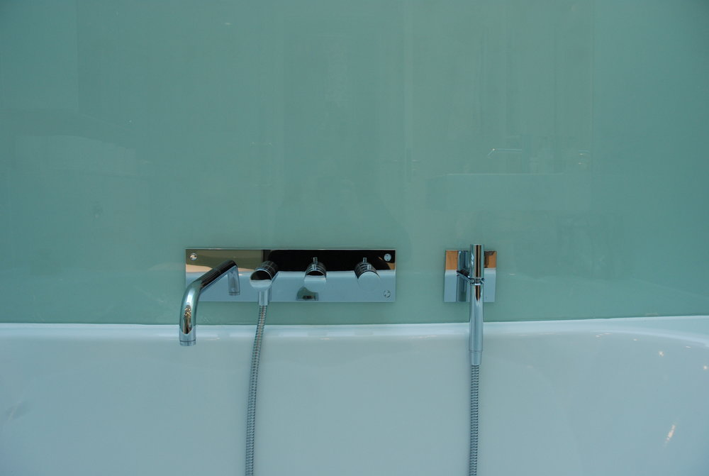 1f bath detail.JPG