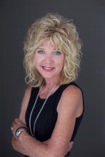 Staff-Donna Geiger Headshot.jpg