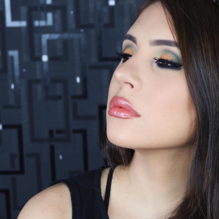MAQUILLAJE - Tipos de piel: productos y cuidado.Maquillaje de 5 minutos.Colores apropiados.Cejas (forma y corrección)Tips y trucos para realzar tu belleza natural.Fashion Makeup para ocasiones especiales.Clases de maquillaje personalizadas.Tutoriales en vivo.