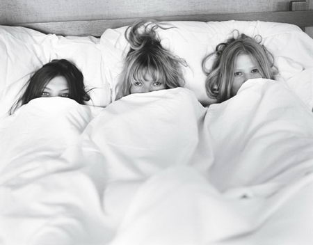 kate-moss-daria-werbowy-lara-stone-w-magazine-summer-camp-bed-picture.jpg