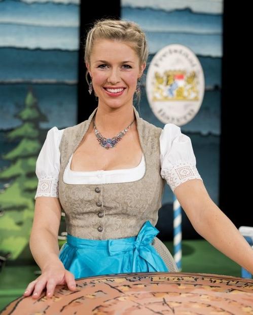 Christine-Eixenberger-ChristelundSinn-Dirndl.jpg
