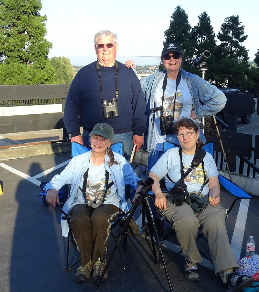 5-29-17---raptor-expert-roger-orness-with-willettes-diane-and-faye-and-laurel-sitting_34996567375_o.jpg