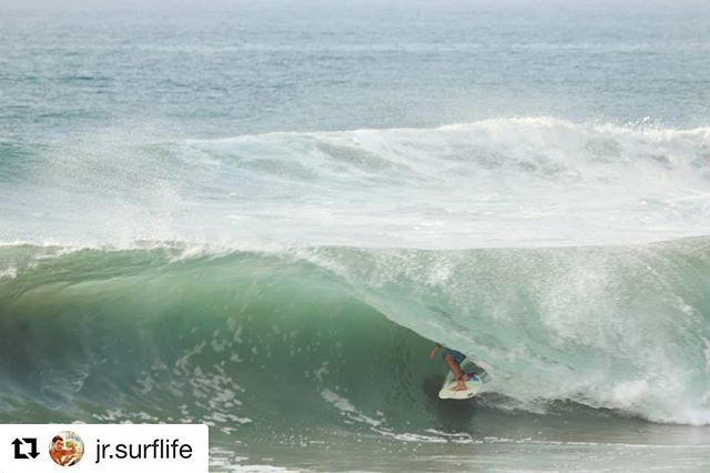 #Repost @jr.surflife @salinacruzsurfcamp ・・・ Eso sí eh! 😂👌 #surfer #surfing #surflife #waves #tubes #barrels #tuboqueton #warm&deep #oaxacamexico #surfphotography
