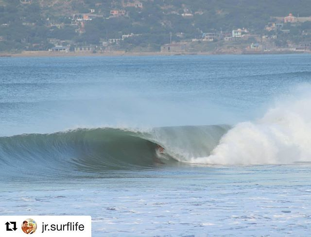 #Repost @jr.surflife @salinacruzsurfcamp ・・・ Qué buenos dias!🤙 #morning #surfing #mexbarrels #wavesmachine  #wave #tubitos #rollingsurf #offshore  #surfingmexico #surfphotography