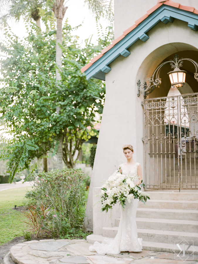sydonie mansion outside wedding venue white roses wedding bouquet