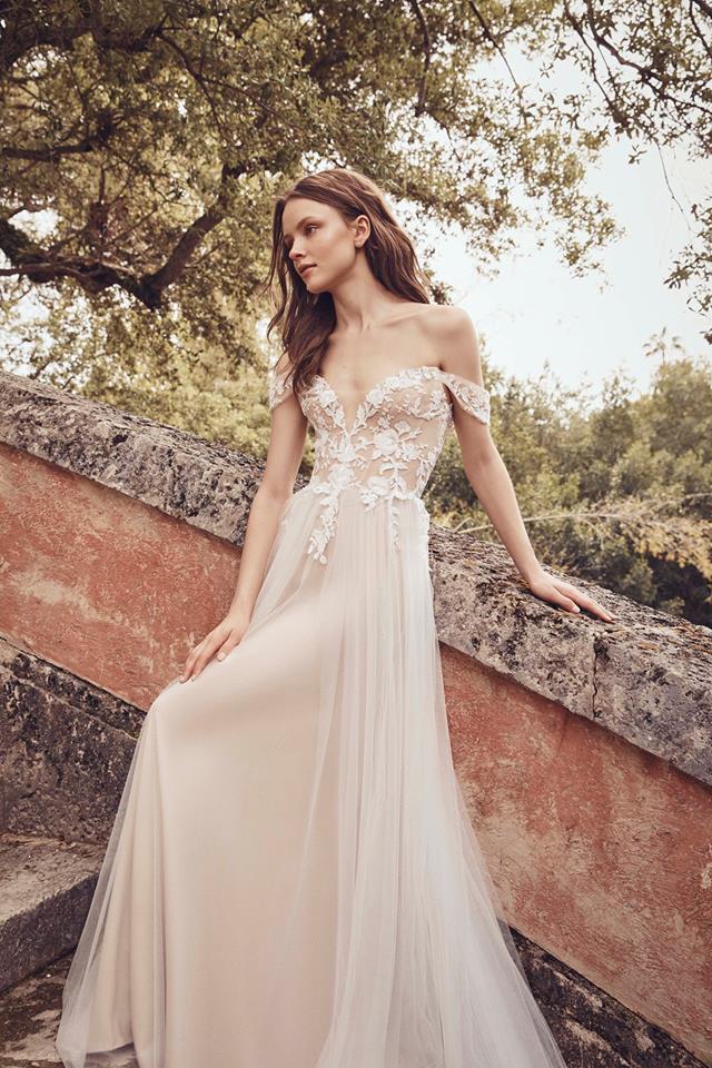 off the shoulder lace gown monique lhuillier