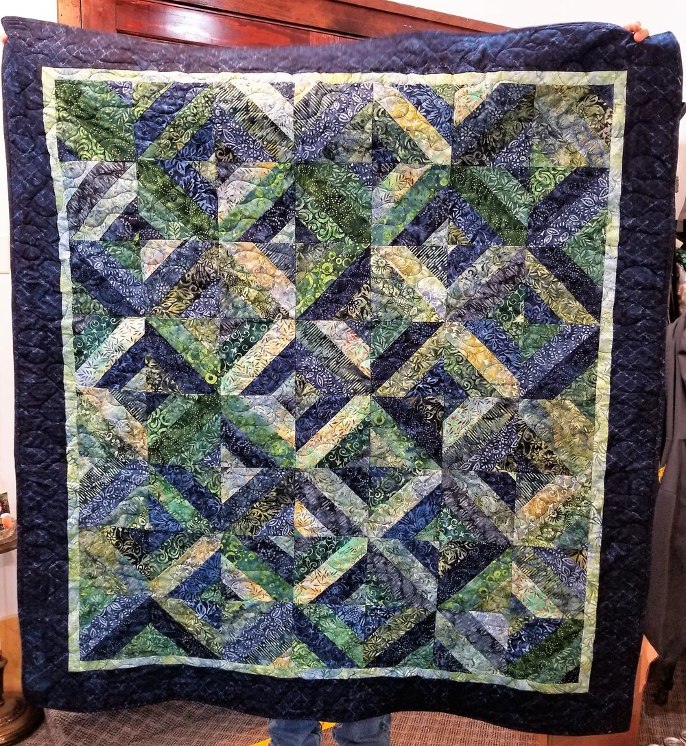 The use of a light and dark from the collection makes for really nice borders on this quilt.