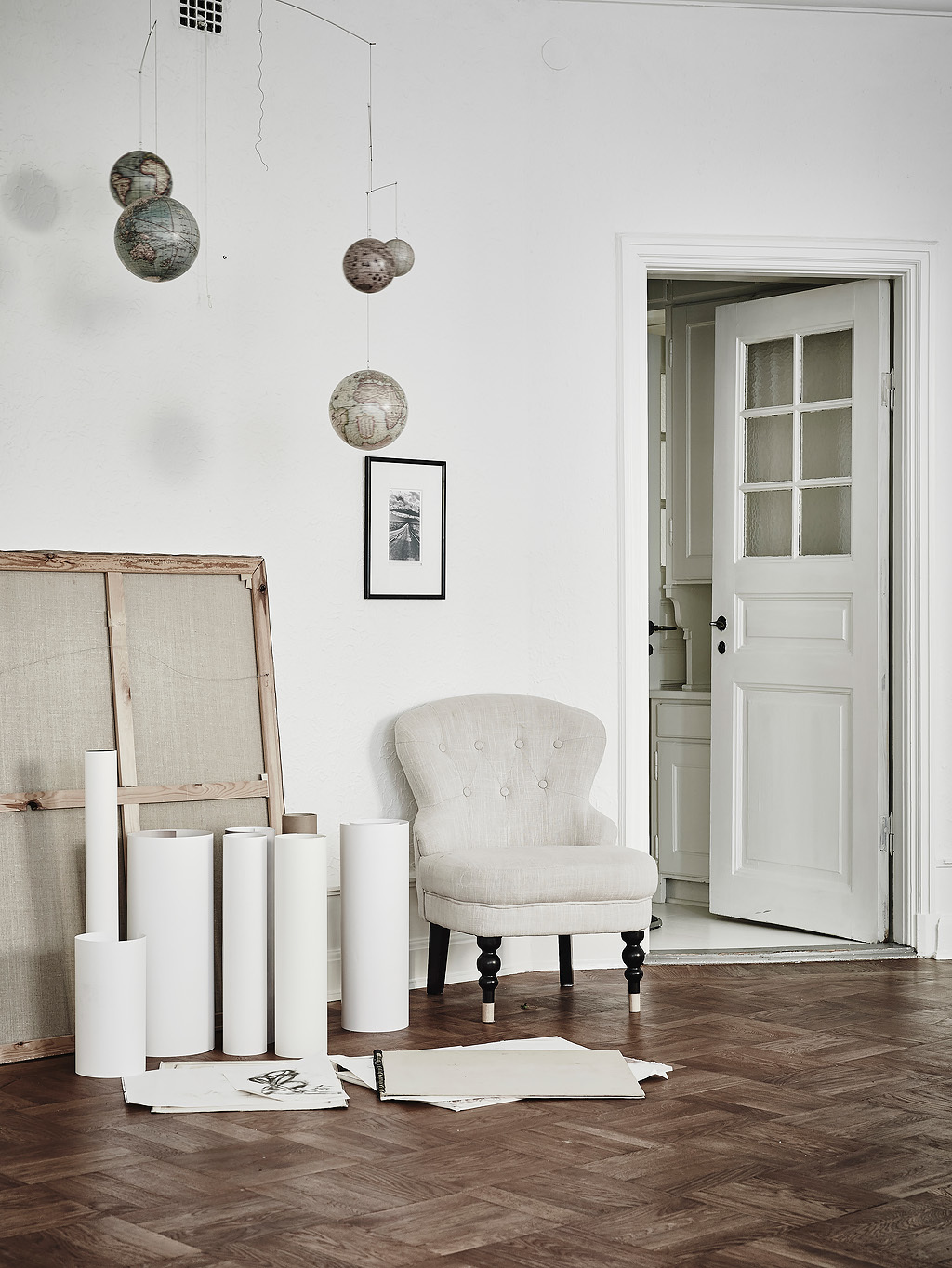 Elegant and White Scandinavian Corner :: House of Valentina