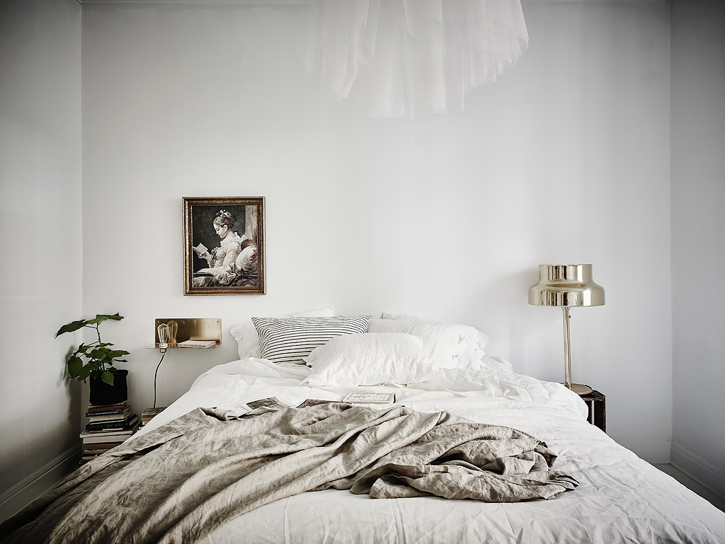 Elegant and White Scandinavian Bedroom  :: House of Valentina