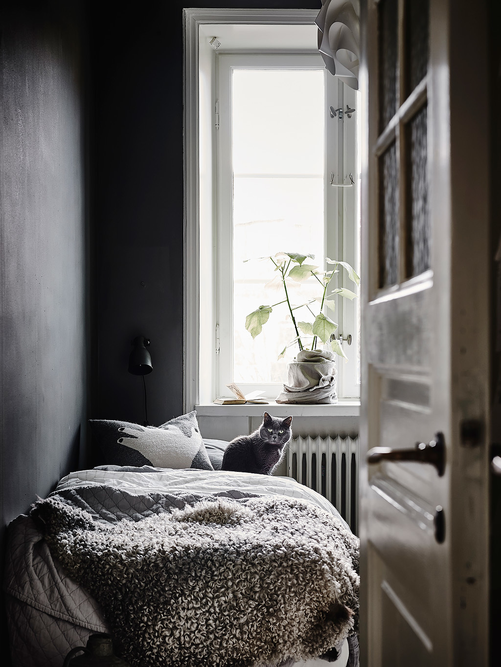 Black + Cozy Bedroom :: House of Valentina