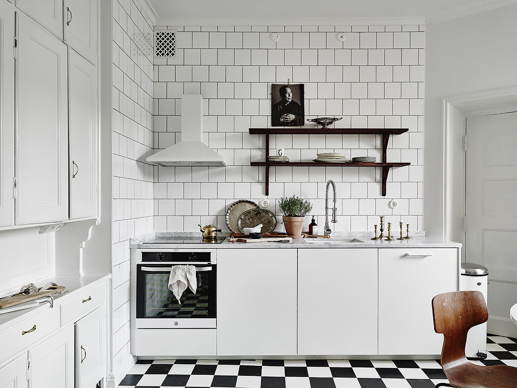 Elegant and White Scandinavian Kitchen :: House of Valentina