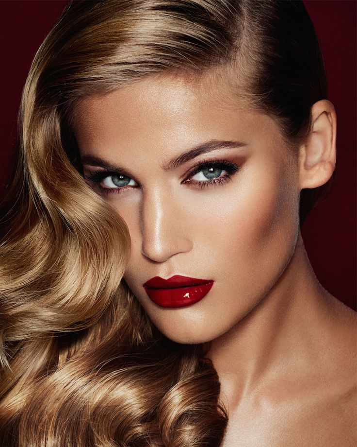 Glossy Red Lipstick :: House of Valentina