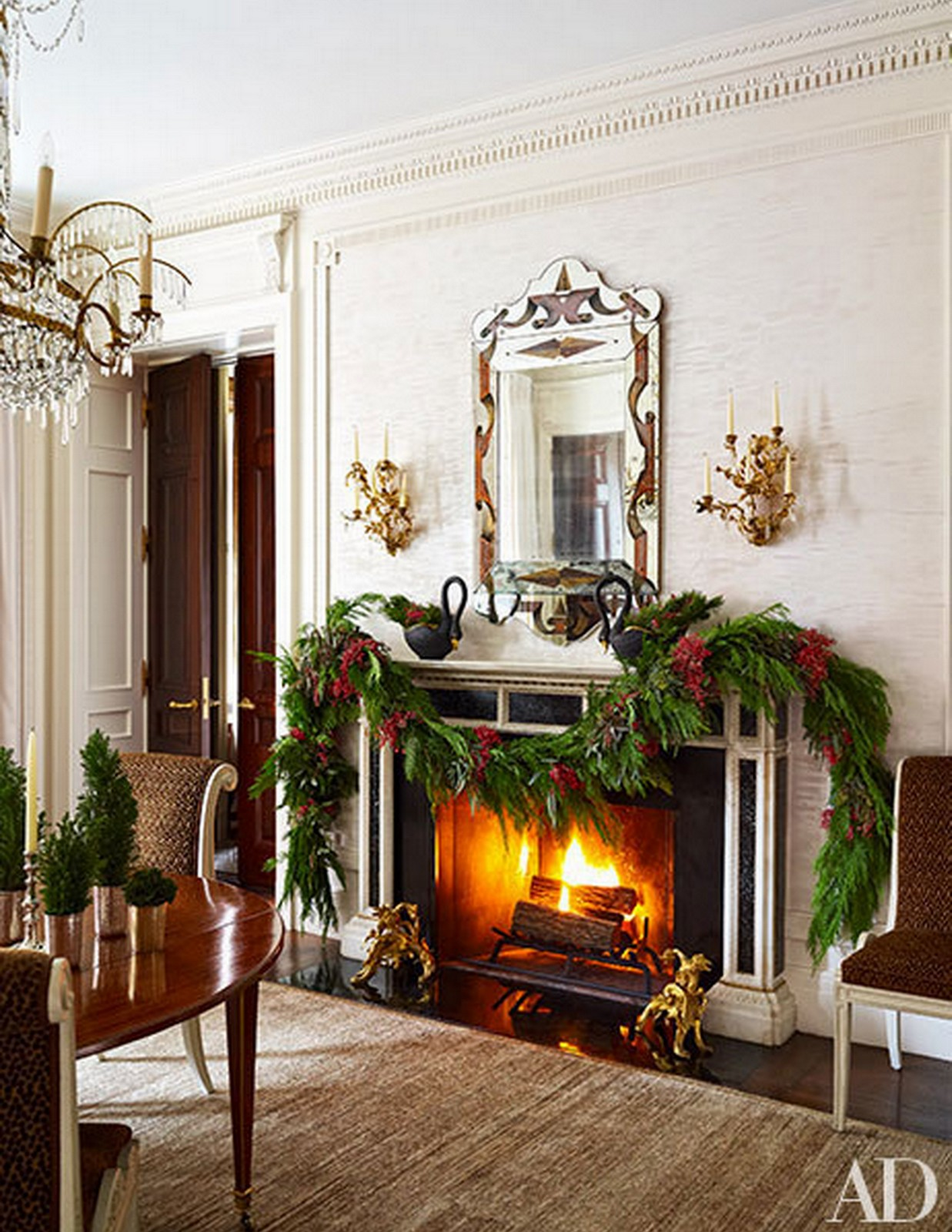 Cozy + Glamorous Christmas Dining Room :: House of Valentina