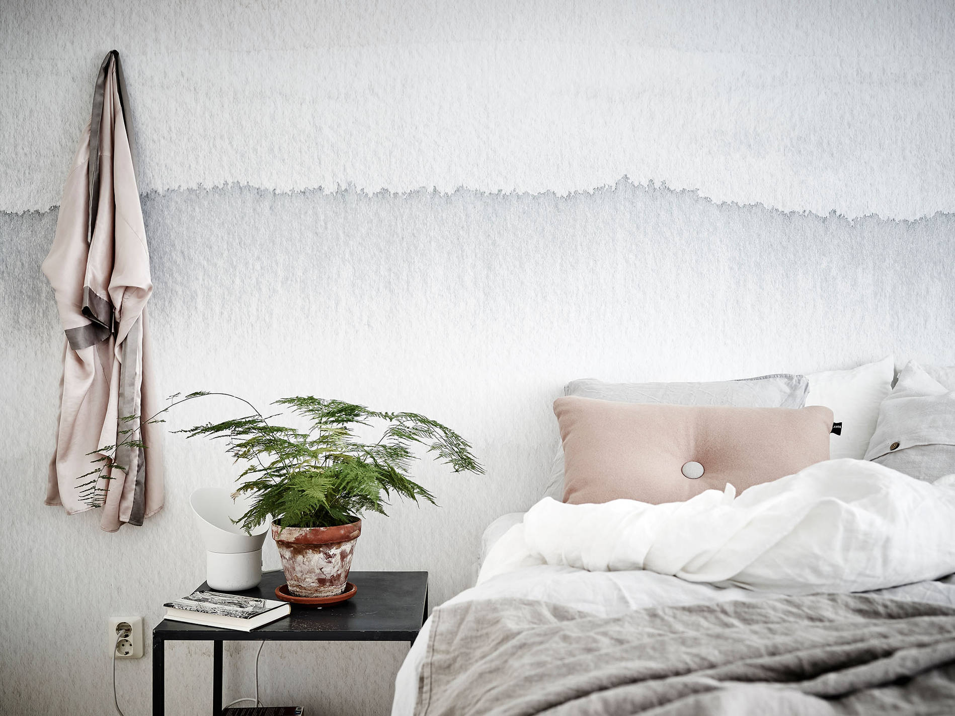 Watercolor Ombre Wallpaper :: House of Valentina