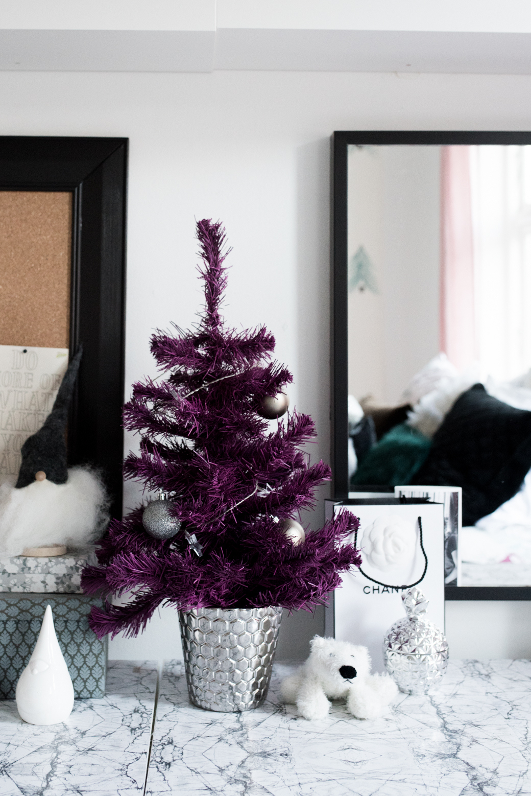 Valentina Fussell Teen Christmas Room-13