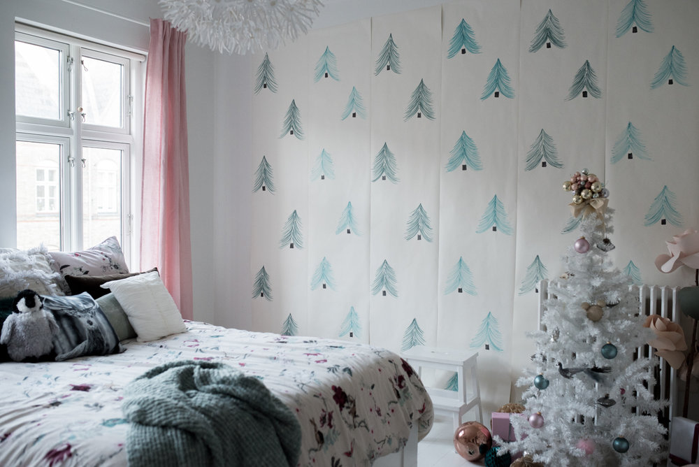 Valentina-Fussell-Teen-Christmas-Room-15.jpg