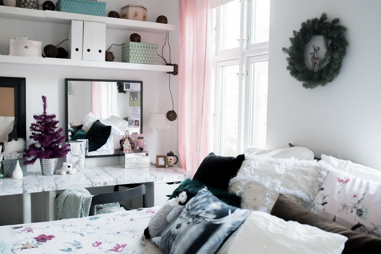 Teen Christmas Bedroom :: House of Valentina