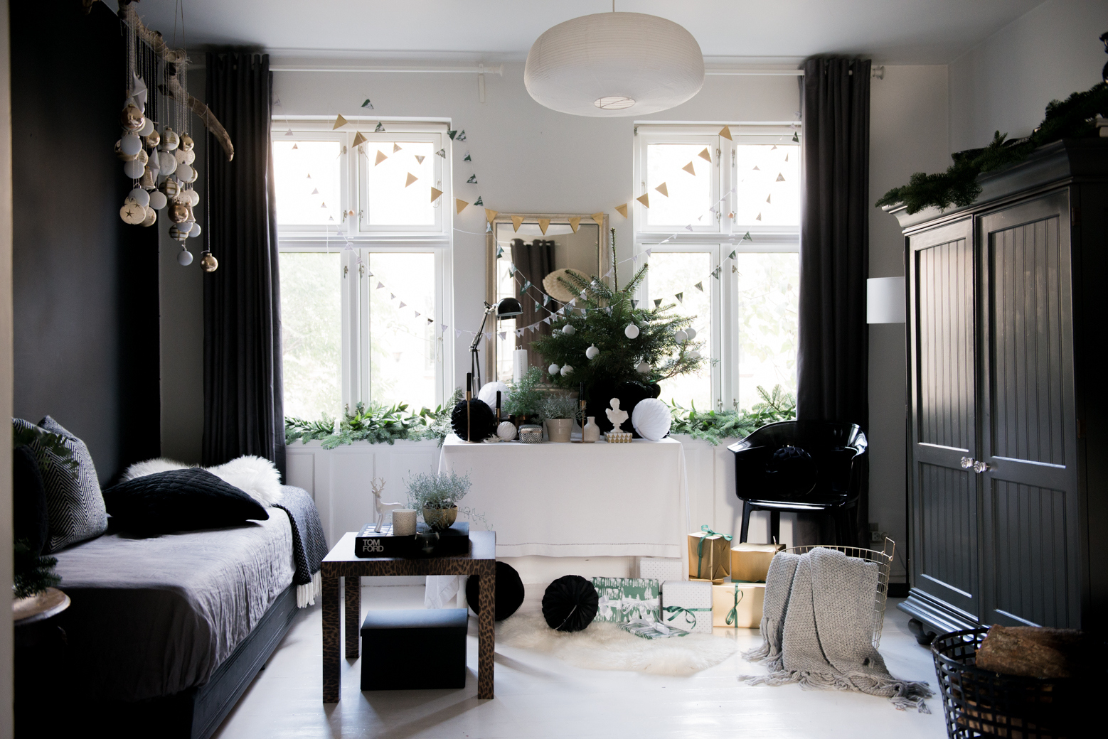 Valentina Fussell Glamorous Christmas Living Room-17