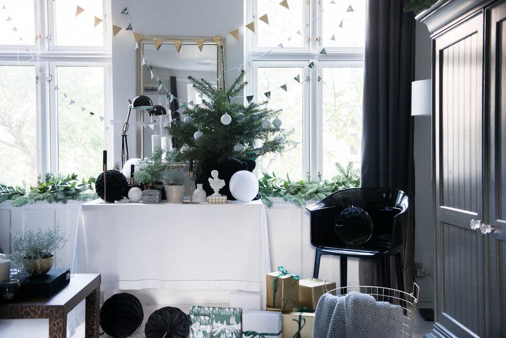 Valentina-Fussell-Glamorous-Christmas-Living-Room.jpg