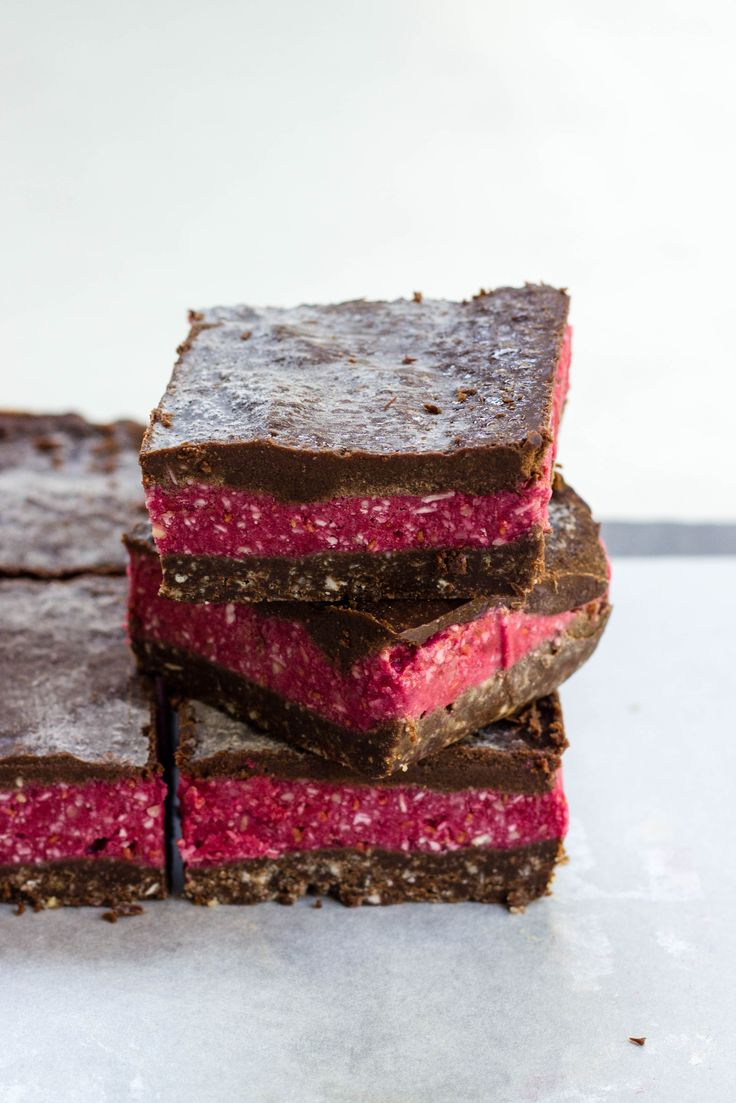EASY RAW RASPBERRY SLICE
