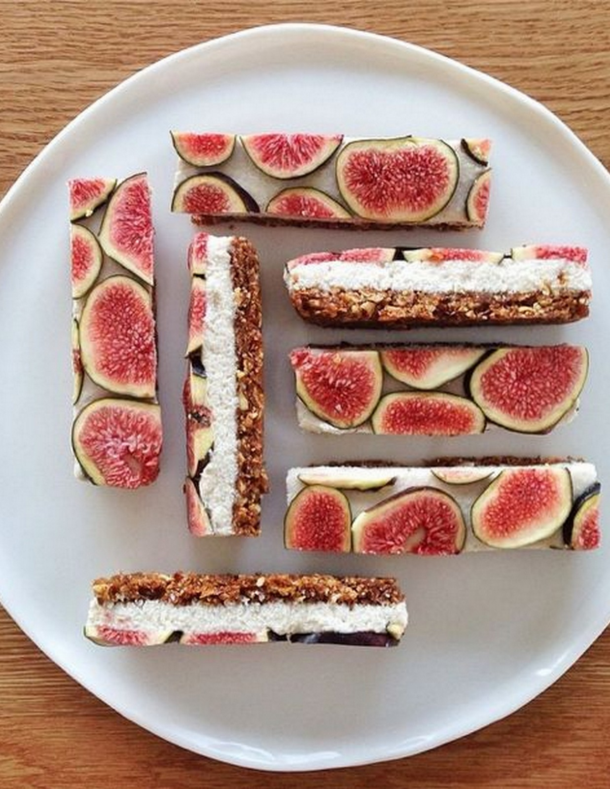 RAW FIG BARS
