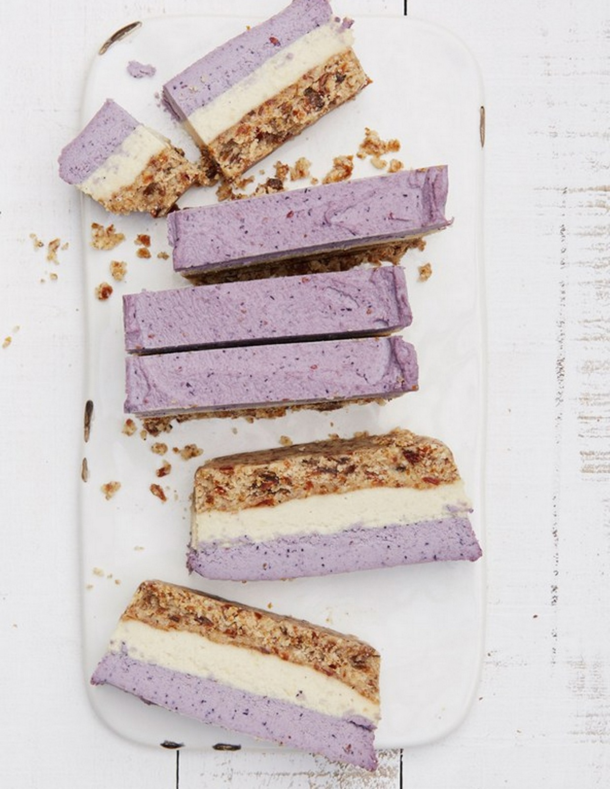 RAW BLUEBERRY AND CASHEW COCONUT BARS