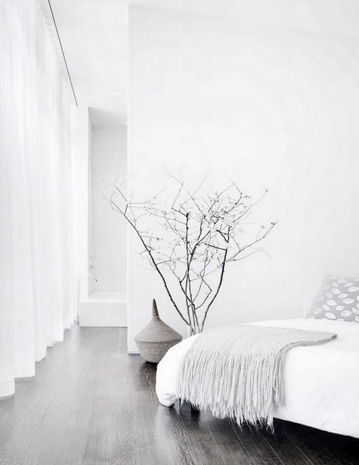 WHITE + MINIMAL BEDROOM