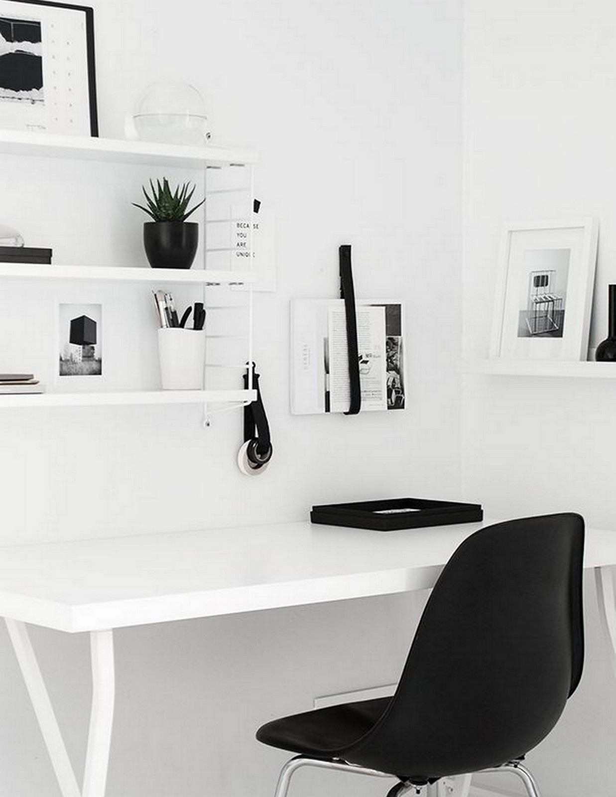 MINIMAL + MONOCHROMATIC OFFICE