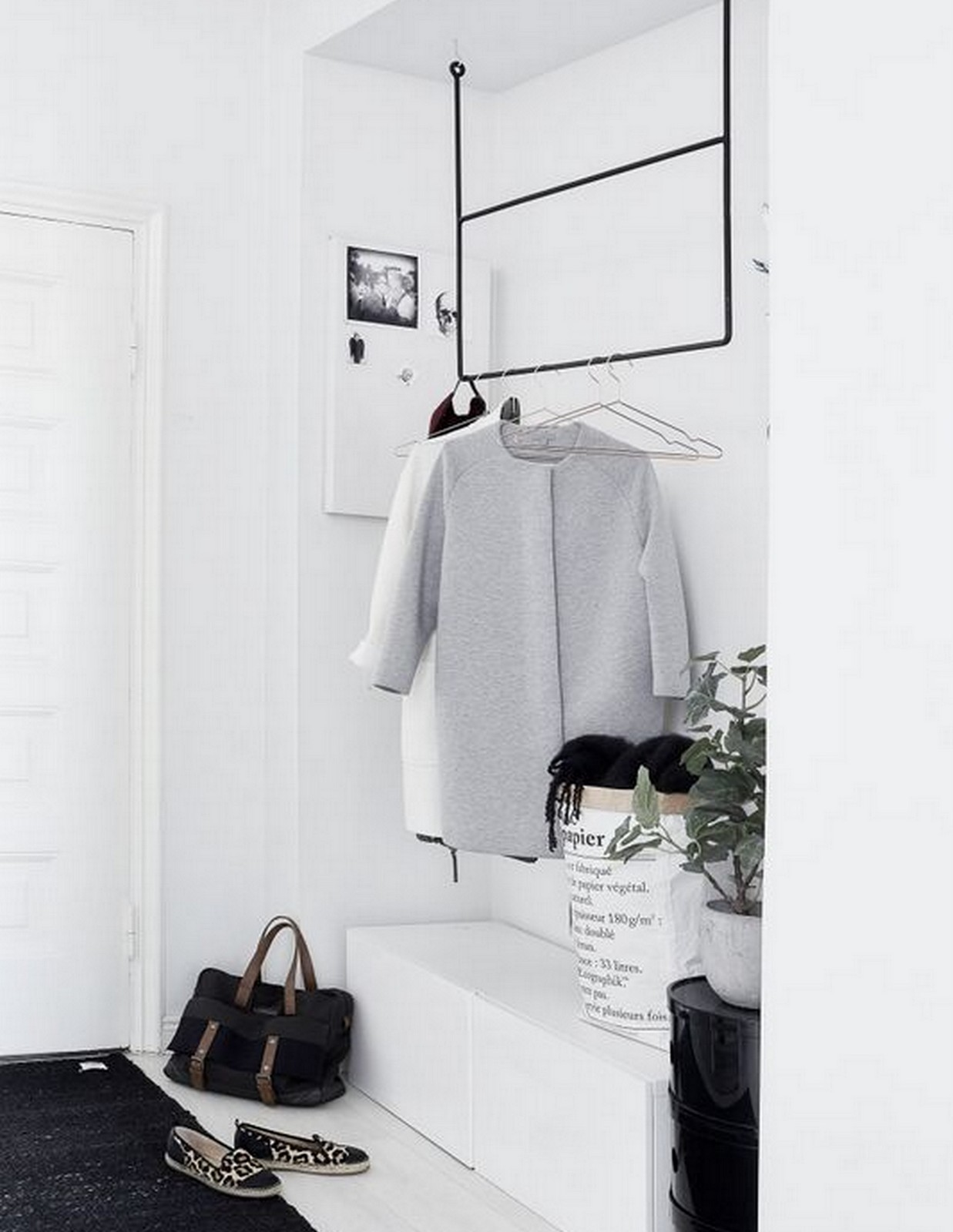 MINIMAL + MONOCHROMATIC ENTRY