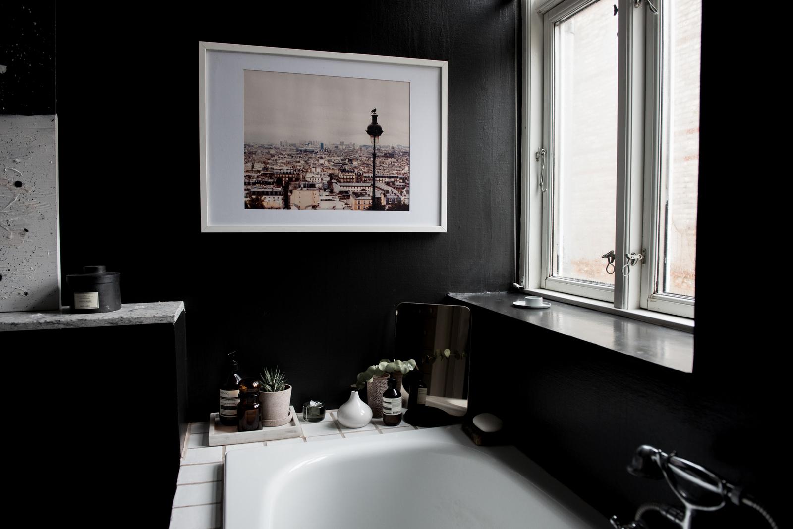 Black Bathroom :: House of Valentina