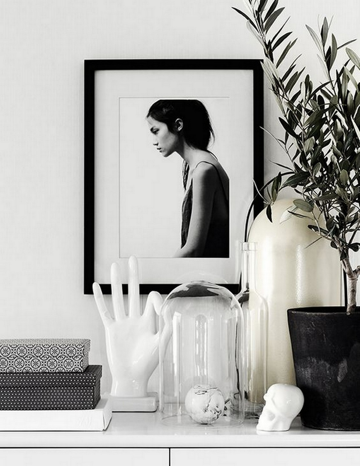 Black + White Shelf