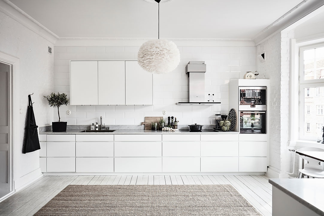 White & Bright Home | Featured on House of Valentina