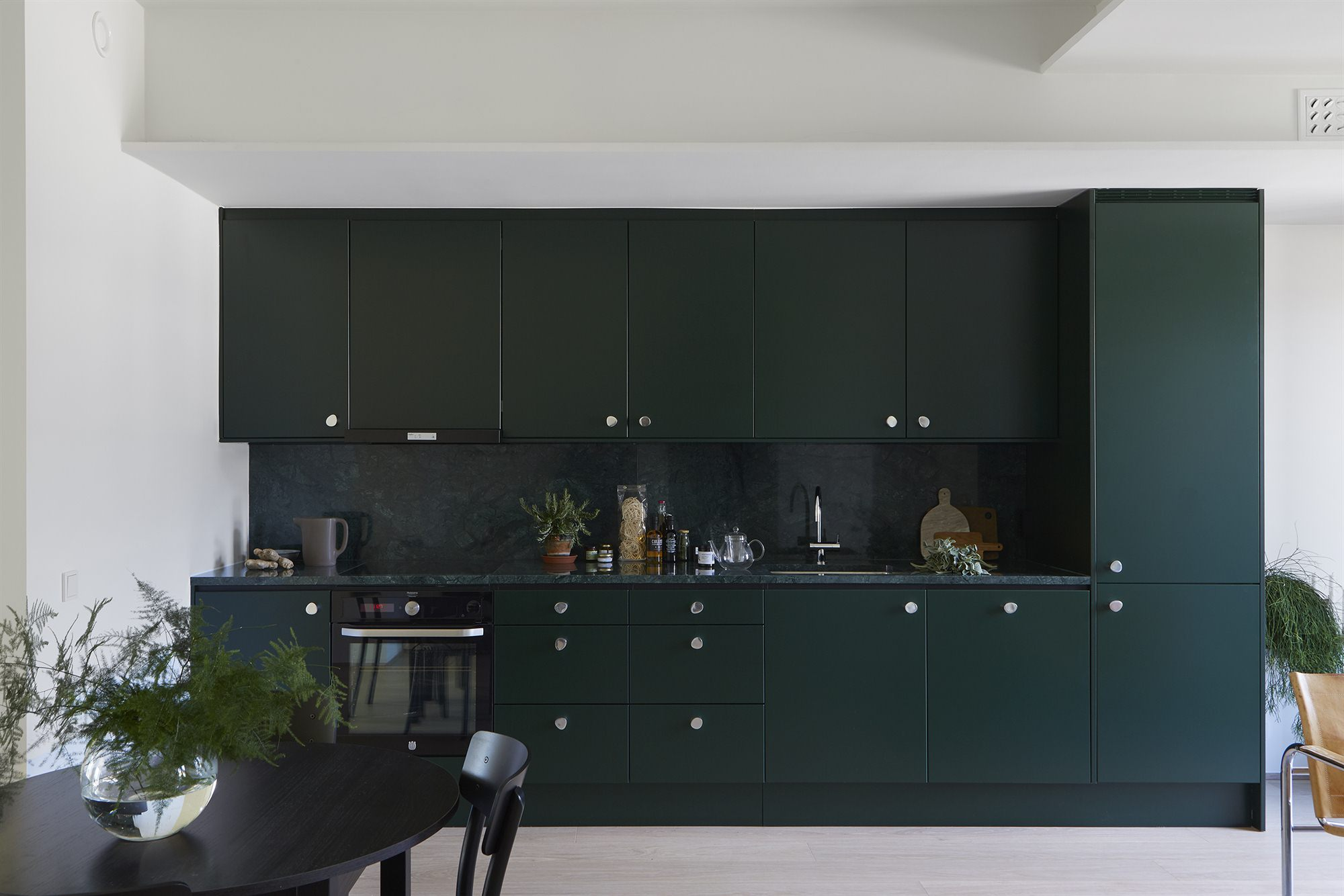 GREEN MODERN KITCHEN | HOUSE OF VALENTINA