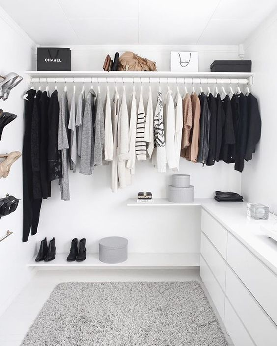 Modern Walk In Closet| Stylizimo | House of Valentina