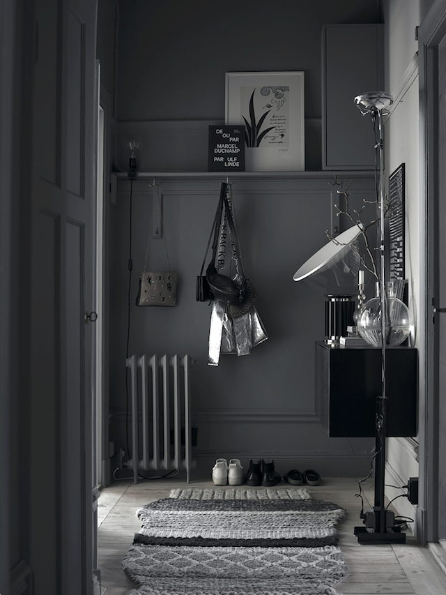 all-grey-entryway-in-lotta-agatons-home