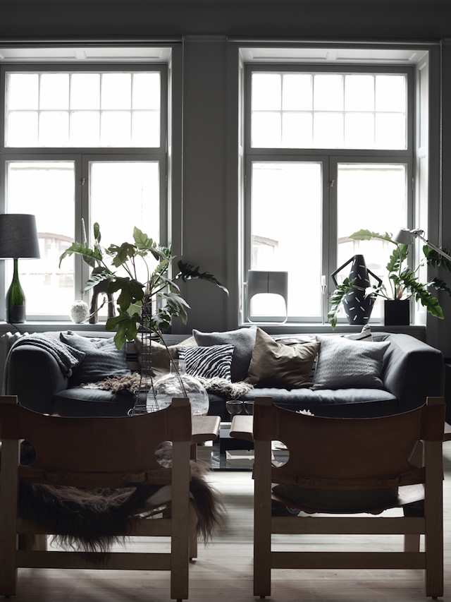 lotta-agatons-home-dark-scandinavian-style-living-room