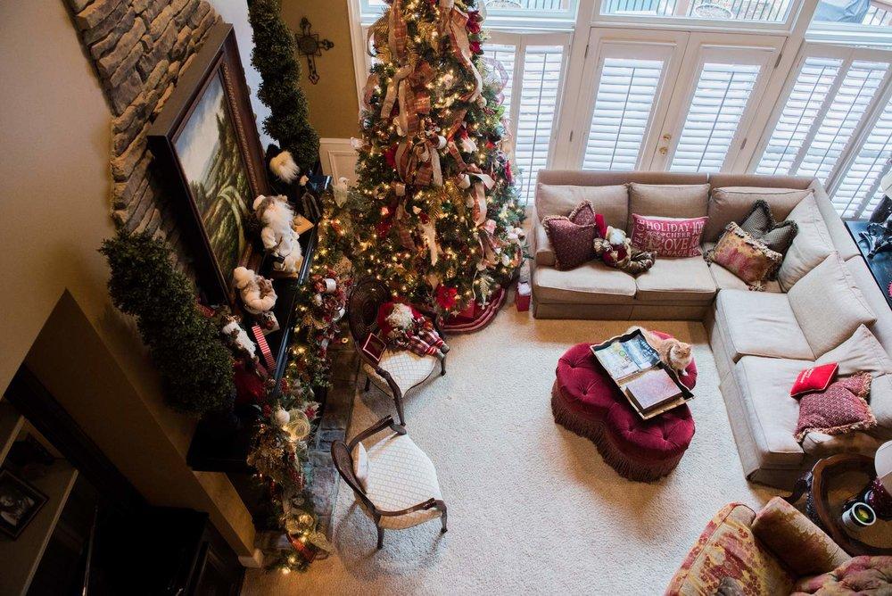 Traditional-Suburban-Christmas-House-of-Valentina-46.jpg