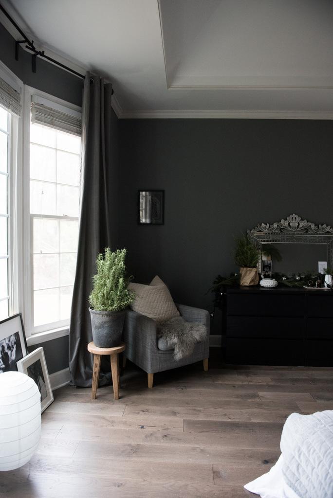 Christmas Master Bedroom  | House of Valentina-5.jpg