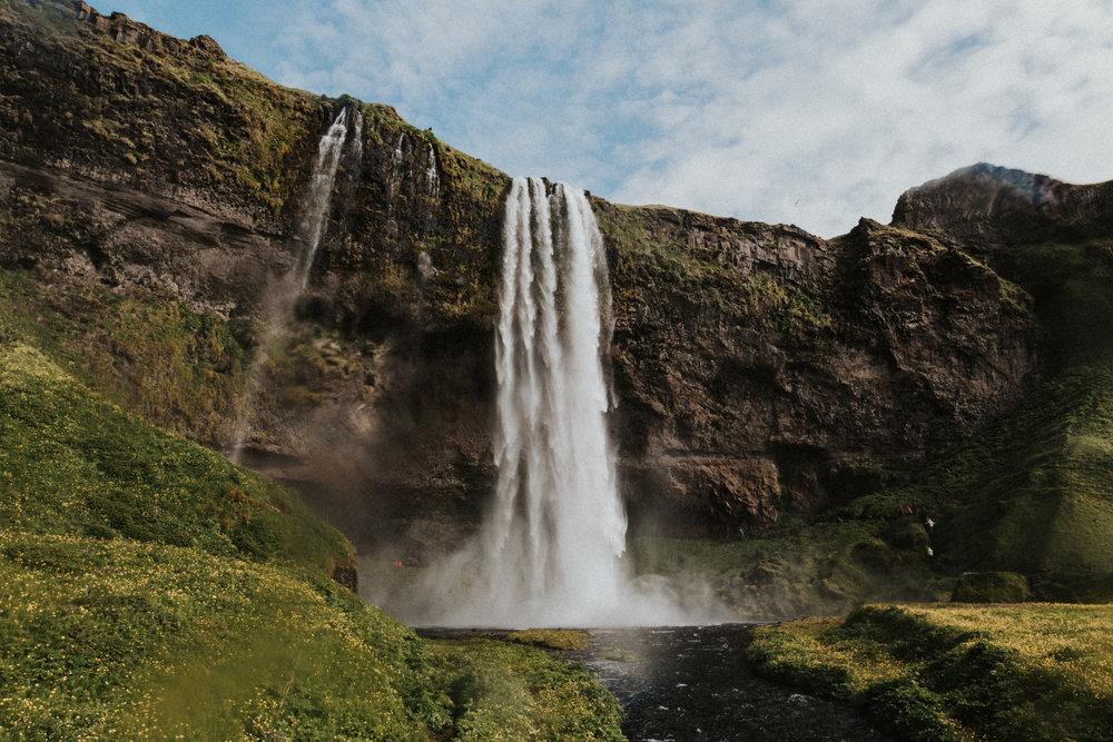 Seljalandsfoss waterfall Iceland.jpg