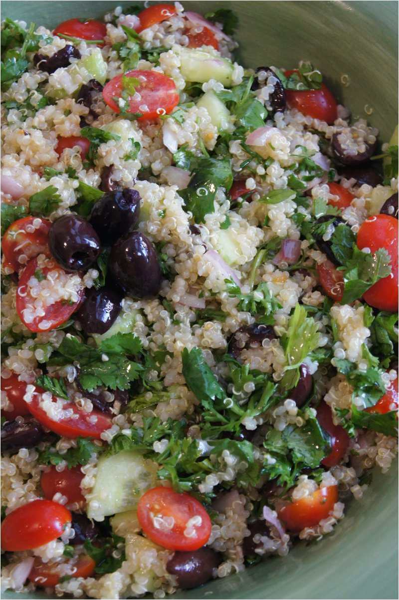 Quinoa Recipe: Cilantro, Cucumber and Olives Quinoa Salad // Healthy Quinoa Recipe // Summer Quinoa Salad // Savory Quinoa