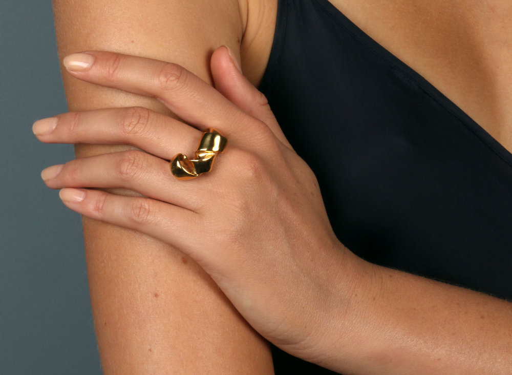 dinosaur_designs_louise_olsen_jewellery_small_wrap_ring_gold_plated_on_body_30_april_2018_001_v1_current.jpg