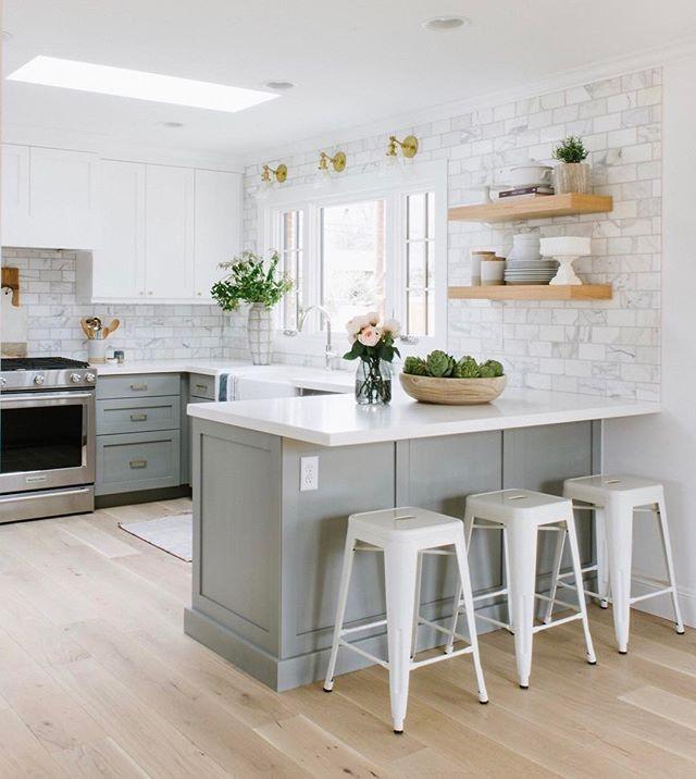 Open concept kitchen –  Elizabeth Lawson Design