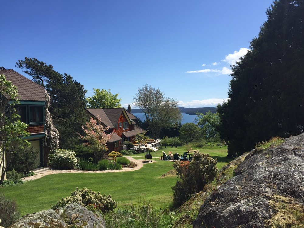 A perfect setting for Thanksgiving with family at Sommerthyme Farm on Orcas Island.