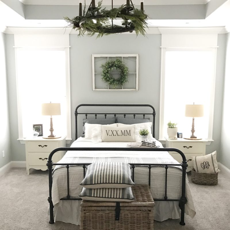 I love this  Farmhouse decor room , don't you?