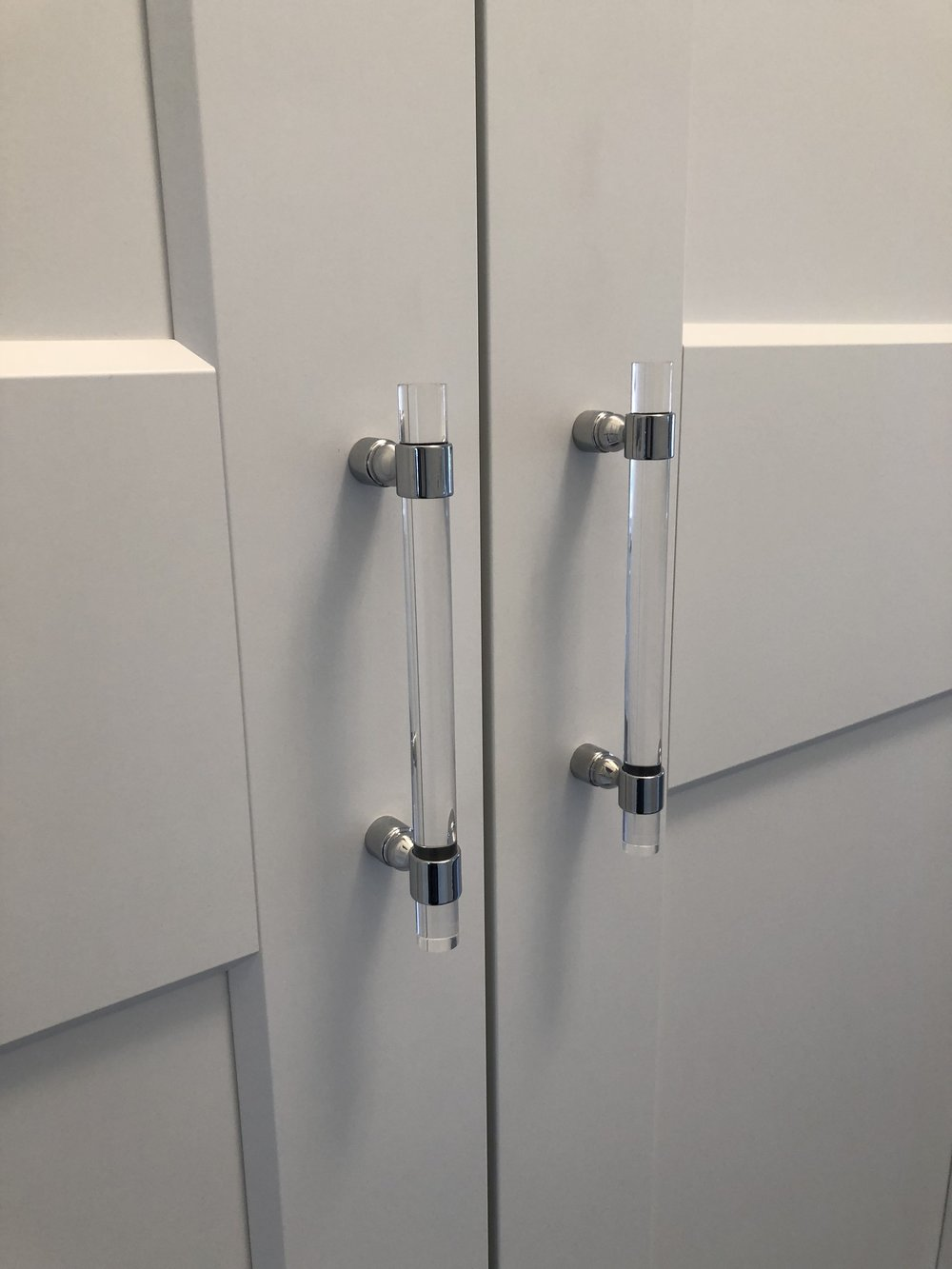 These acrylic handles offer clean lines and glamour to the closets.