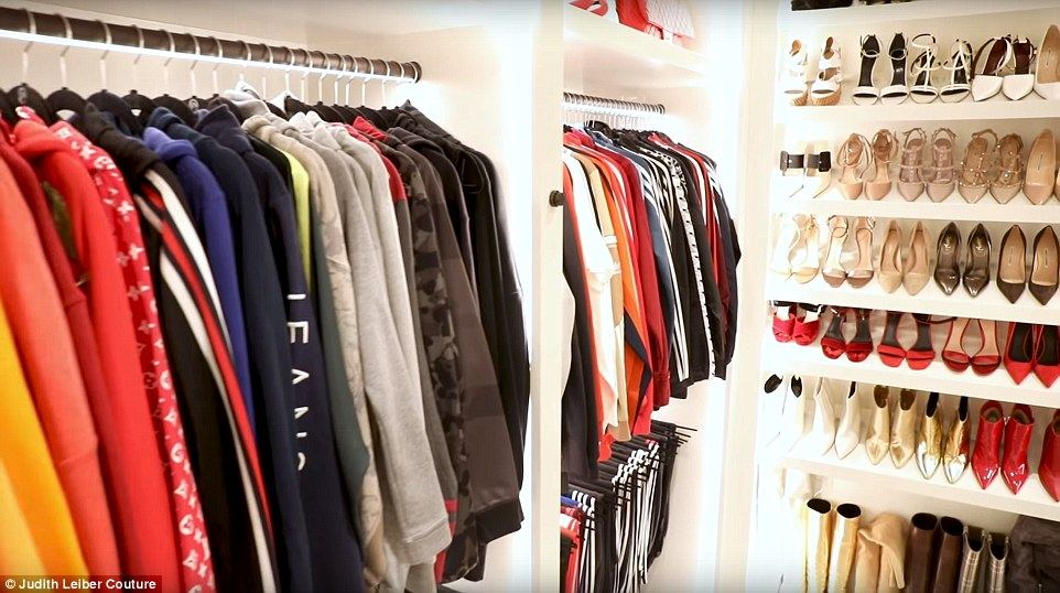 1c12ab5a92604b The momager is know for her black blazers which she has over 20 different  ones but it's sweats that is her everyday go to look. Kris also give us a  look at ...