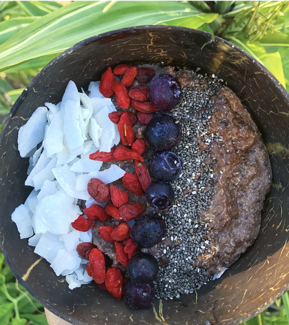 Cacao oats with chia seeds, coconut flakes, goji berrries & blueberries. Vegan never or tasted looked so good.